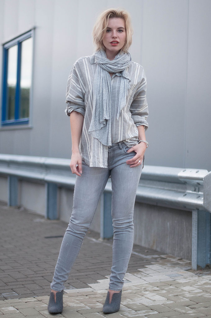 RED REIDING HOOD: Fashion blogger wearing WE Fashion jeans street style all grey look layering outfit jersey scarf mango