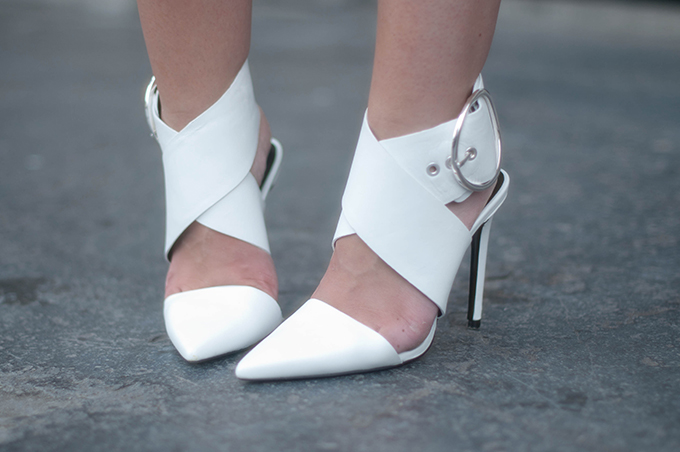 RED REIDING HOOD: Fashion blogger wearing Zara big buckle pumps white heels outfit details