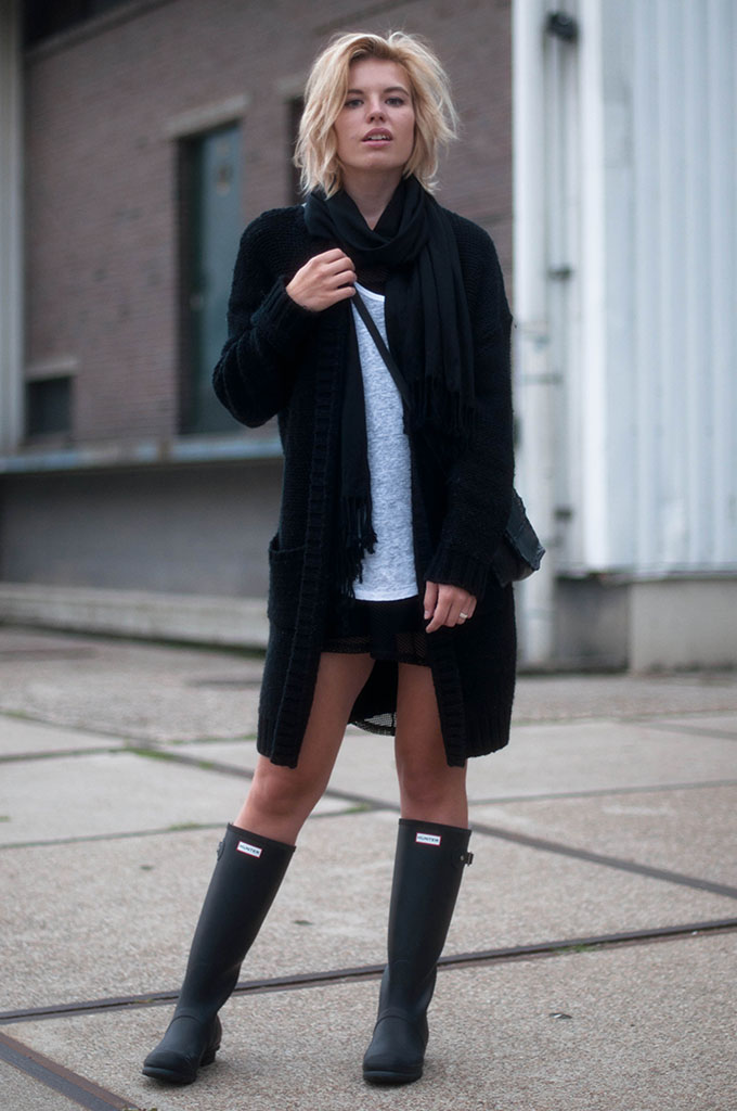 RED REIDING HOOD: Fashion blogger wearing comfy cardigan OnePiece street style fashion blogger outfit hunter original tall wellies