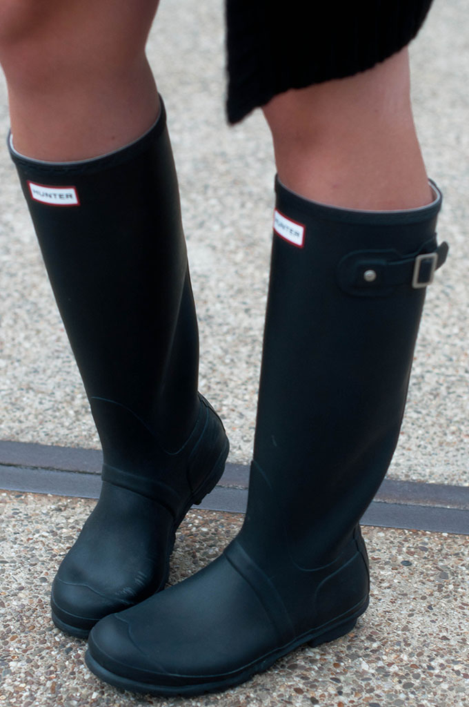 RED REIDING HOOD: Fashion blogger wearing Hunter original tall boots street style outfit details