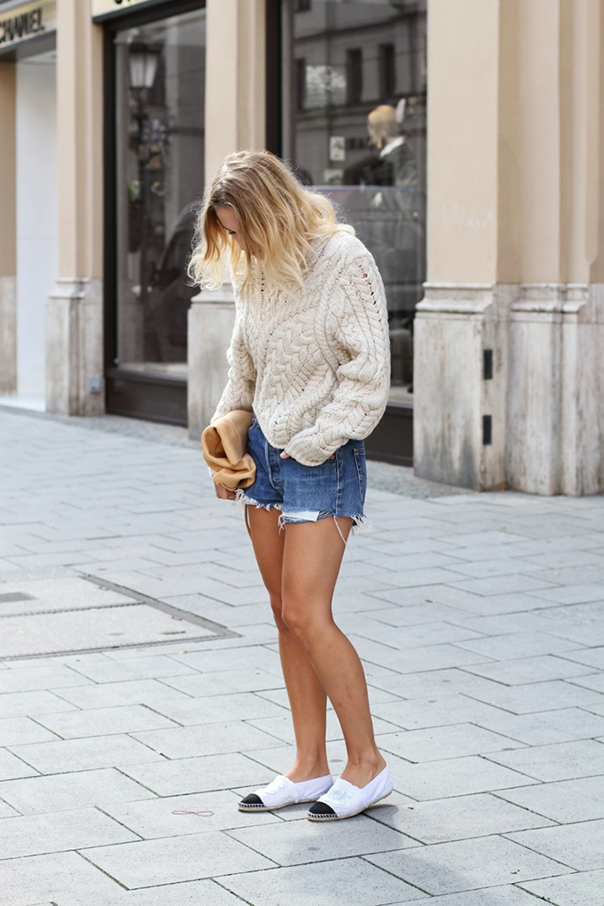 RED REIDING HOOD: Fashion blogger Mija wearing Levi's shorts street style Isabel Marant knit Chanel espadrilles