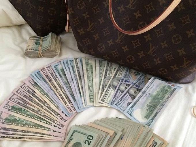 RED REIDING HOOD: Blog Bizz How to monetize your blog money dollars louis vuitton bag