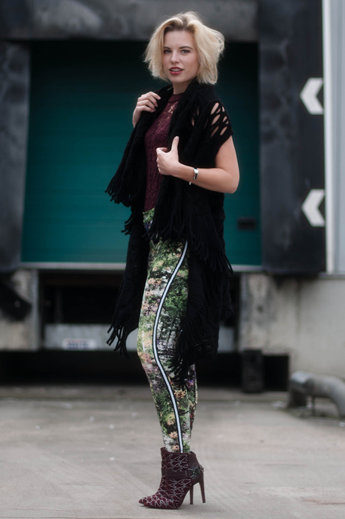 RED REIDING HOOD: Fashion blogger wearing oxblood burgundy outfit floral high waisted pants street style sam edelman mila boots