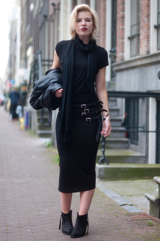 RED REIDING HOOD: Fashion blogger wearing all black everything outfit maxi dress rock chic look