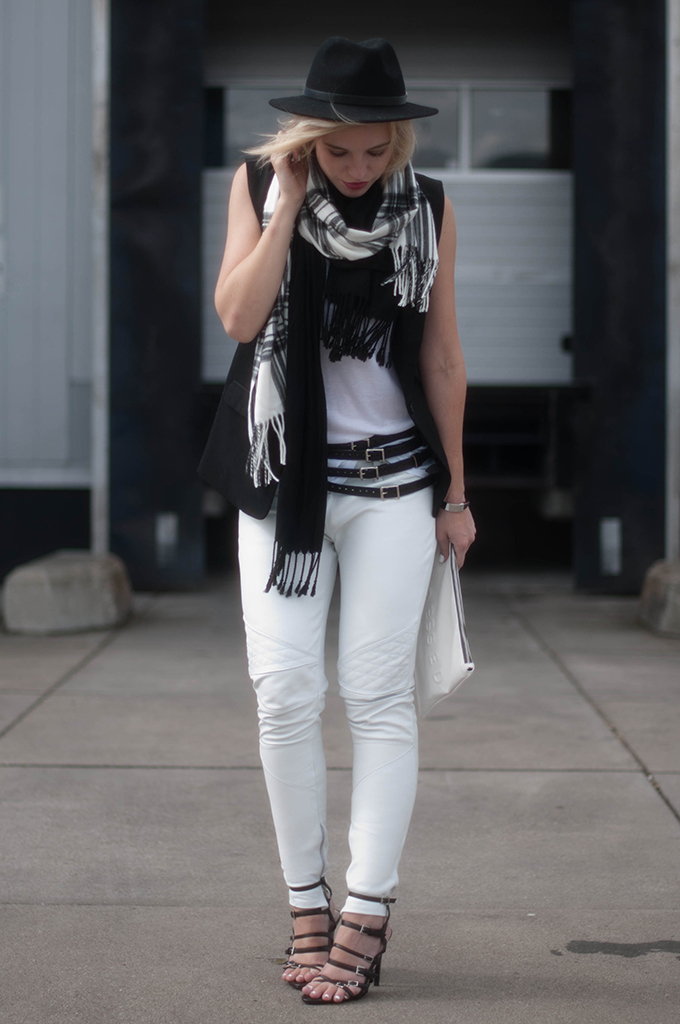 RED REIDING HOOD: Fashion blogger wearing black and white look strappy sandals harness belt street style tartan scarf