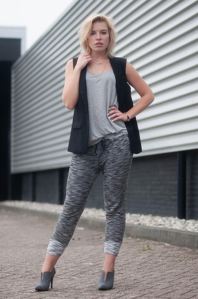 RED REIDING HOOD: Fashion blogger wearing knitted joggers H&M Trend knit pants swaychic street style sleeveless blazer outfit