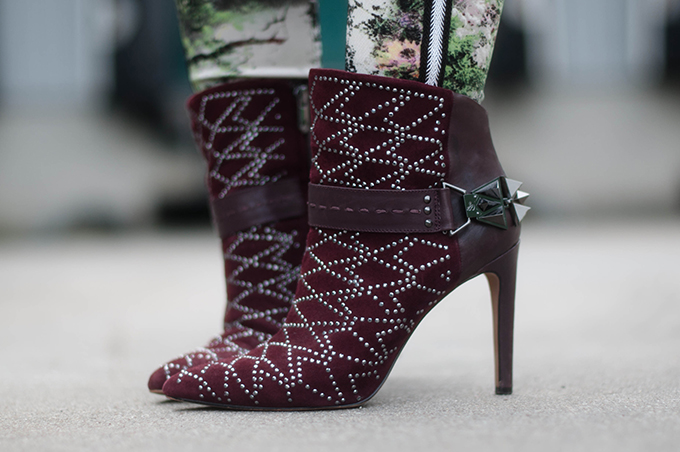 RED REIDING HOOD: Fashion blogger wearing Sam Edelman Mila ankle boots street style oxblood burgundy designer shoes outfit details