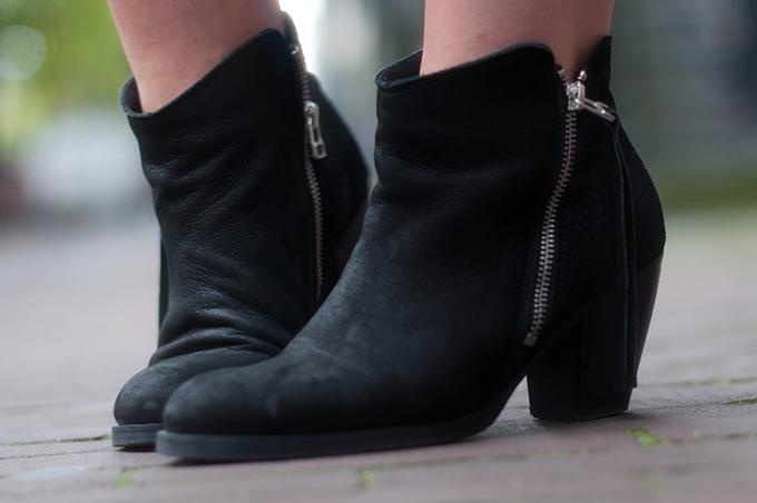 RED REIDING HOOD: Fashion blogger wearing Acne pistol boots KO sacha shoes enkellaarsjes
