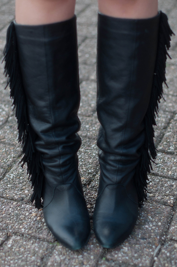 RED REIDING HOOD: Fashion blogger wearing Isabel Marant fringe boots KO Sacha Shoes laarzen franjes