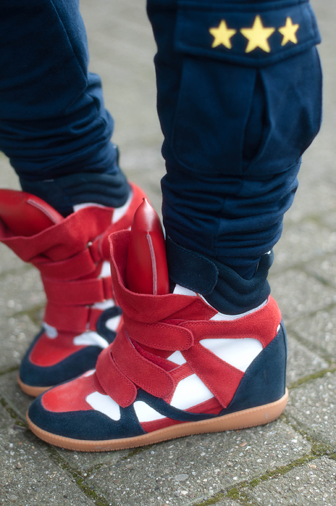 RED REIDING HOOD: Fashion blogger wearing cargo pants OnePiece jump in onesie street style isabel marant wedge sneakers outfit details