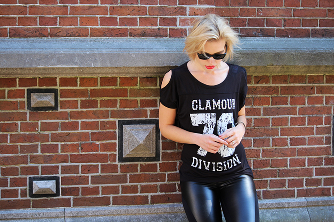 RED REIDING HOOD: Fashion blogger wearing all black everything street style number tee leather leggings