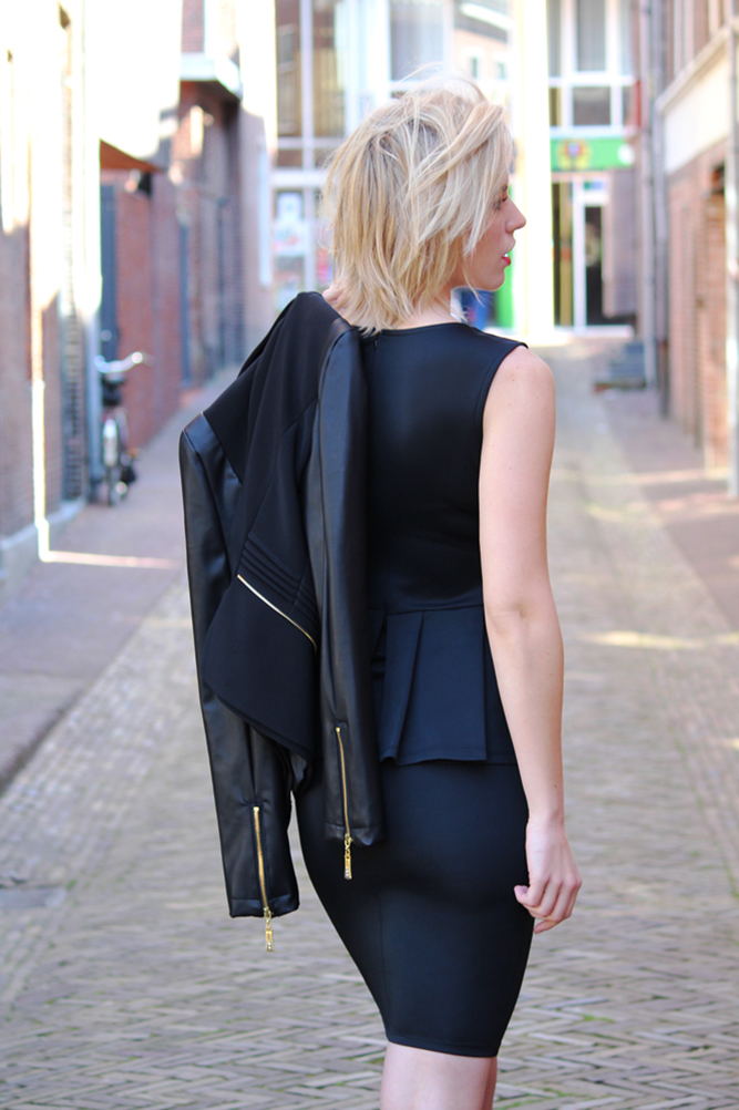 RED REIDING HOOD: Fashion blogger wearing all black everything street style peplum dress
