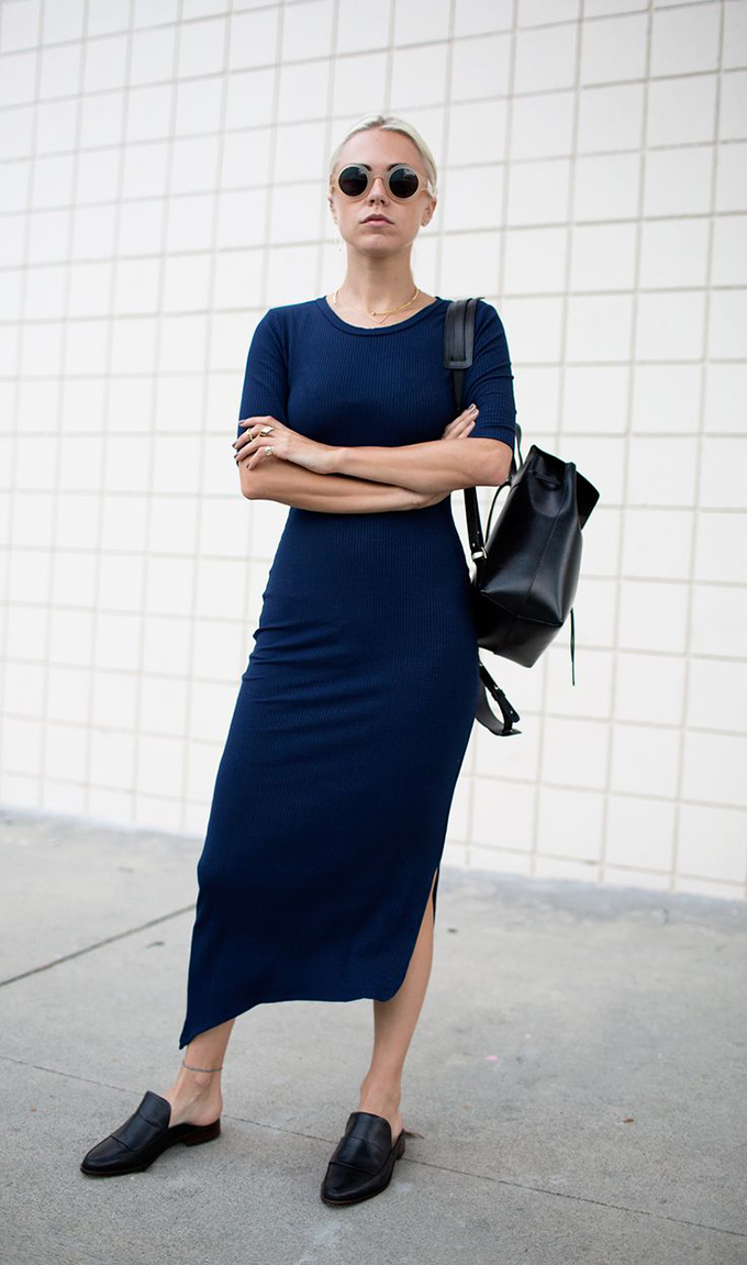 RED REIDING HOOD: Fashion blogger wearing navy blue rib knit maxi dress street style loafers