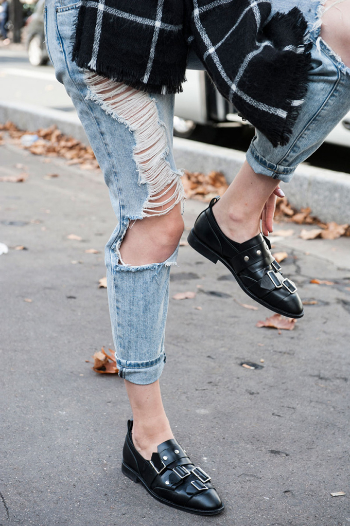 RED REIDING HOOD: Fashion blogger wearing ripped denim distressed slashed jeans street style loafers