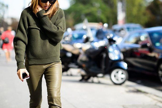 RED REIDING HOOD: Fashion blogger wearing green heavy knit jumper street style olive leather pants