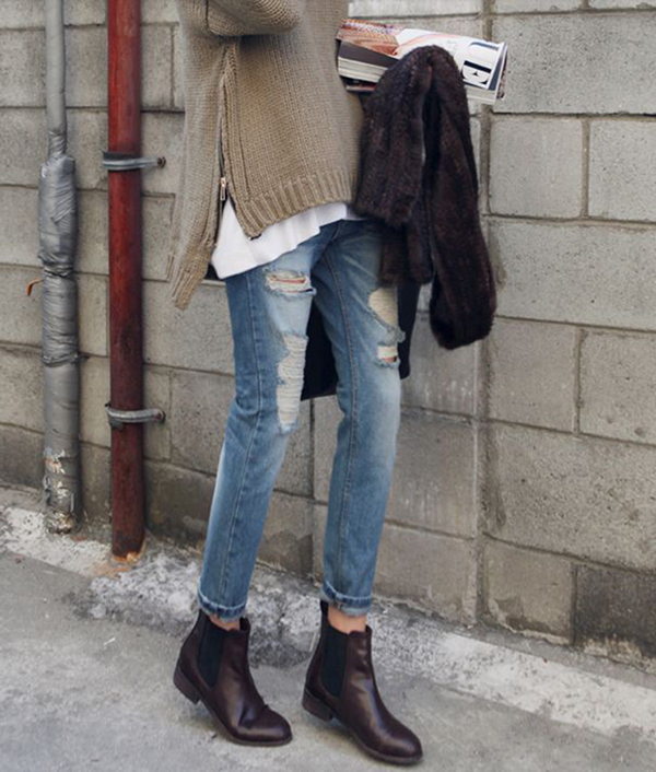 RED REIDING HOOD: Fashion blogger Chelsea boots British shoes jeans sweater