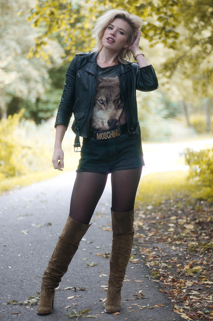 RED REIDING HOOD: Fashion blogger wearing wolf T-shirt street style topshop over the knee boots model off duty look