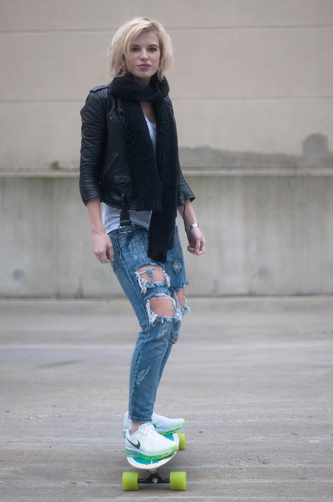 RED REIDING HOOD: Fashion blogger wearing nike air max 2014 sneakers street style longboard chick one teaspoon trashed freebird jeans