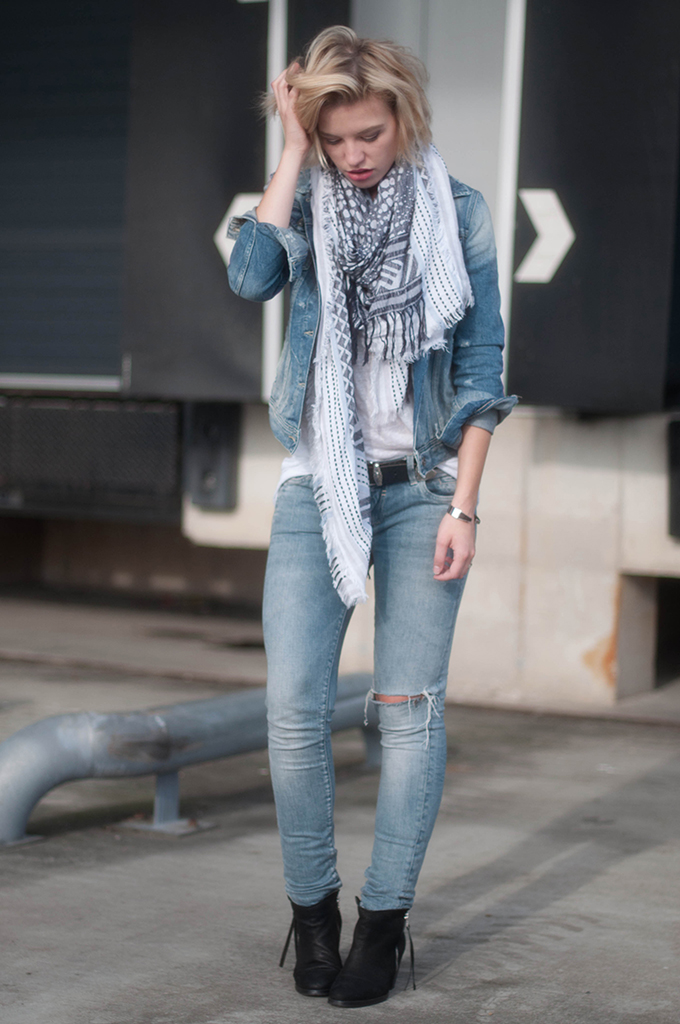 RED REIDING HOOD: Fashion blogger wearing ripped jeans street style denim on denim look acne pistol boots