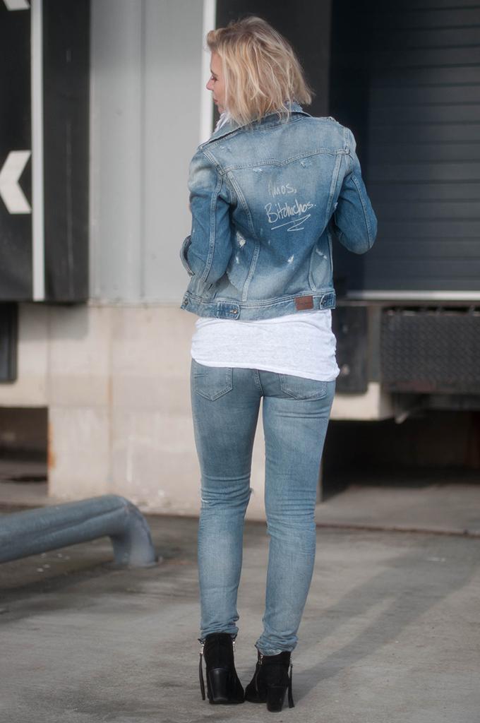 RED REIDING HOOD: Fashion blogger wearing Pepe Jeans custom studio denim jacket outfit