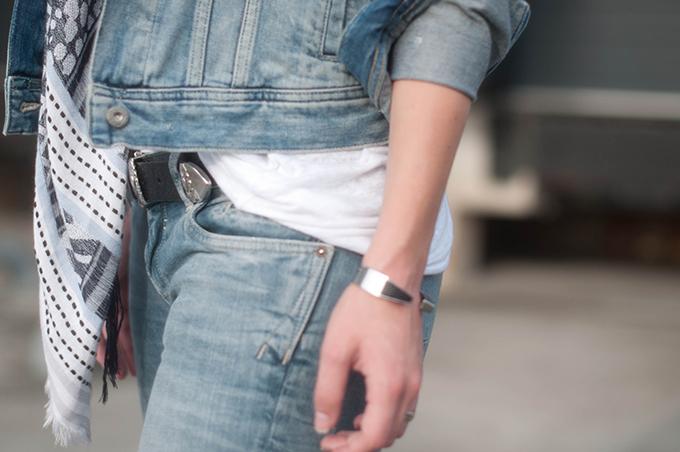 RED REIDING HOOD: Fashion blogger wearing denim on denim look outfit details