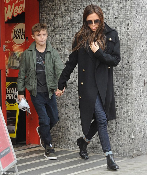 RED REIDING HOOD: Victoria Beckham chelsea boots celebrity street style outfit