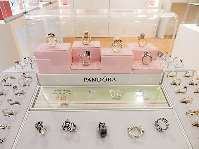 RED REIDING HOOD: Blogger event happy giving hunt designer outlet christmas shopping pandora rings