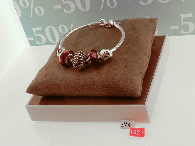 RED REIDING HOOD: Blogger event happy giving hunt designer outlet christmas shopping pandora bracelet discount