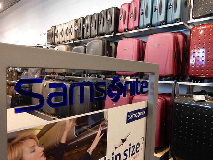RED REIDING HOOD: Blogger event happy giving hunt designer outlet christmas shopping samsonite suitcases
