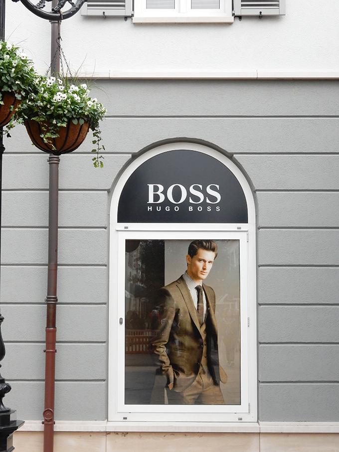 RED REIDING HOOD: Blogger event happy giving hunt designer outlet christmas shopping hugo boss window