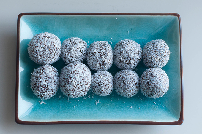 RED REIDING HOOD: Coconut date snowballs guilt free snacks cacao balls clean eating food sugarfree suikervrij de voedselzandloper