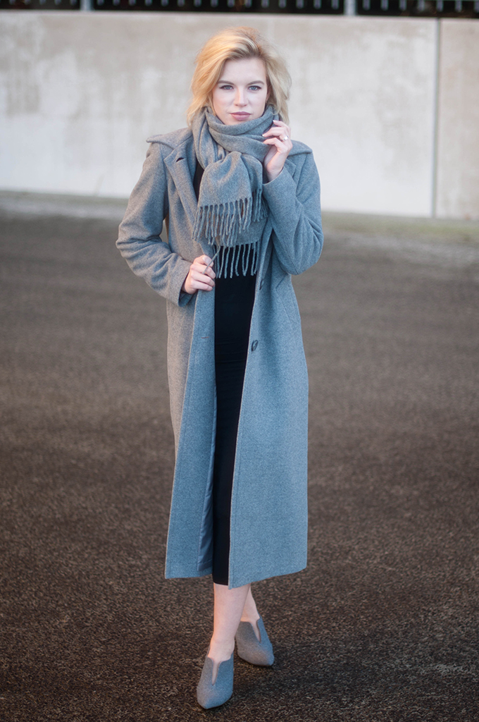 RED REIDING HOOD: Fashion blogger wearing ankle coat grey melange acne canada wool scarf street style maxi dress outfit