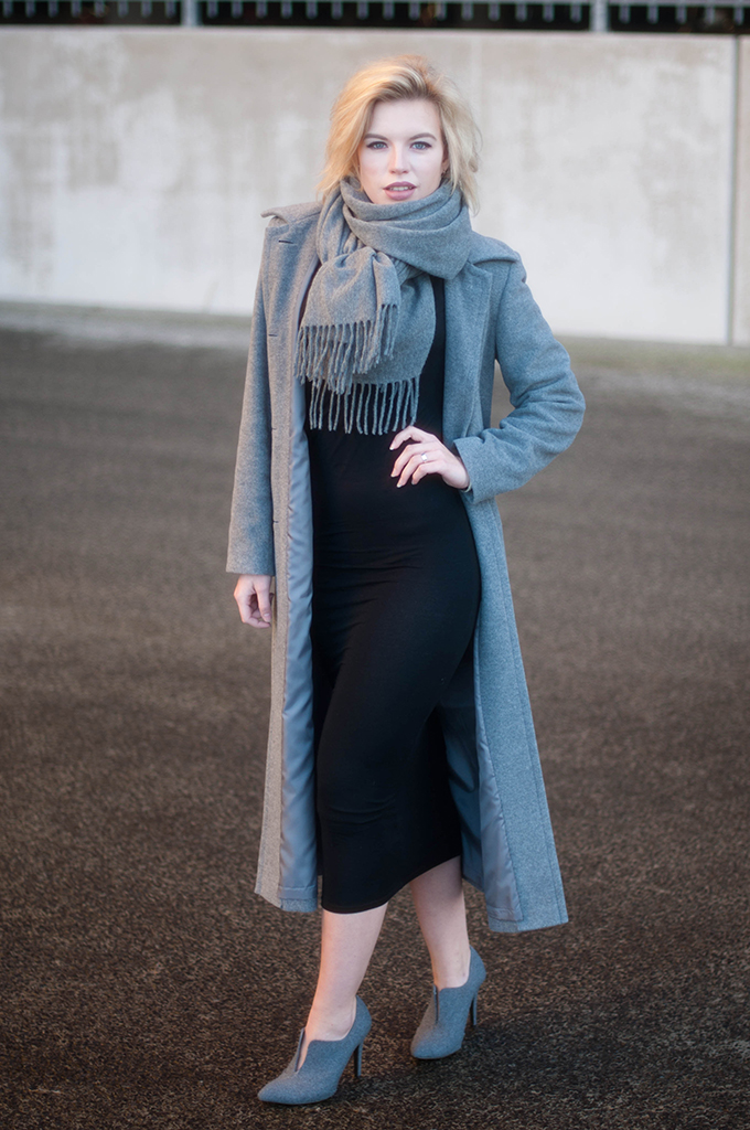 RED REIDING HOOD: Fashion blogger wearing Acne Studios canada wool scarf grey melange long coat street style maxi dress H&M trend outfit