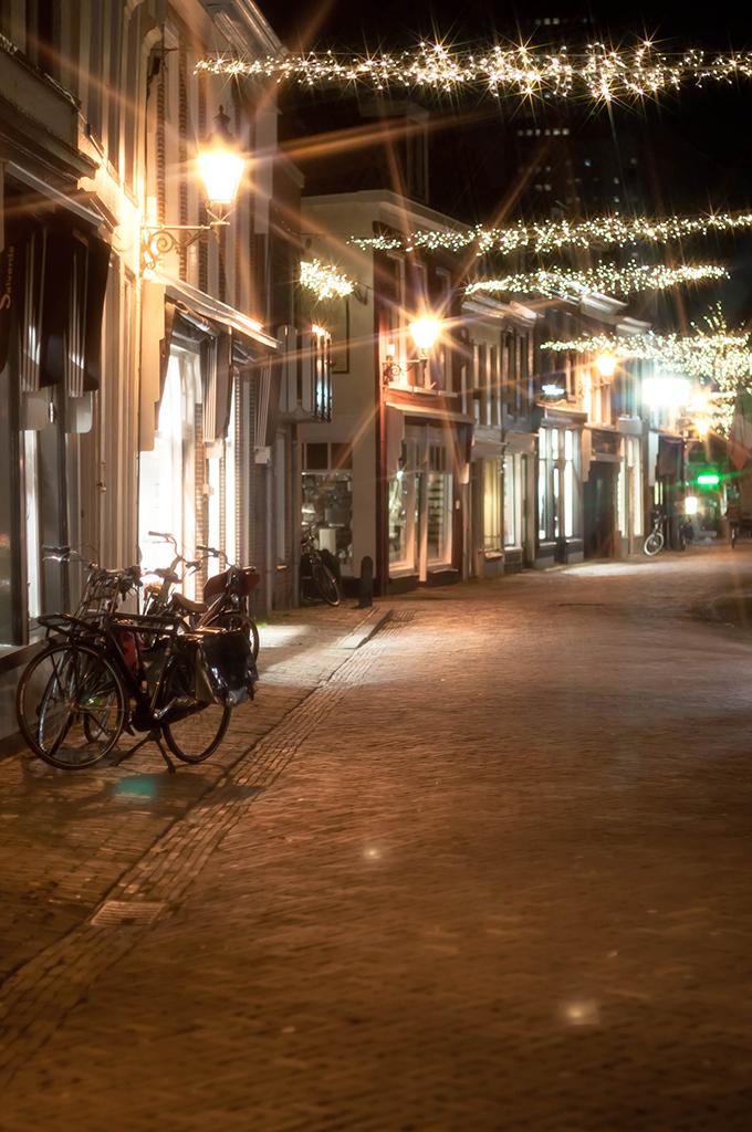 RED REIDING HOOD: Night photohraphy christmas lights street Leeuwarden kleine kerkstraat lichtjes 's nachts