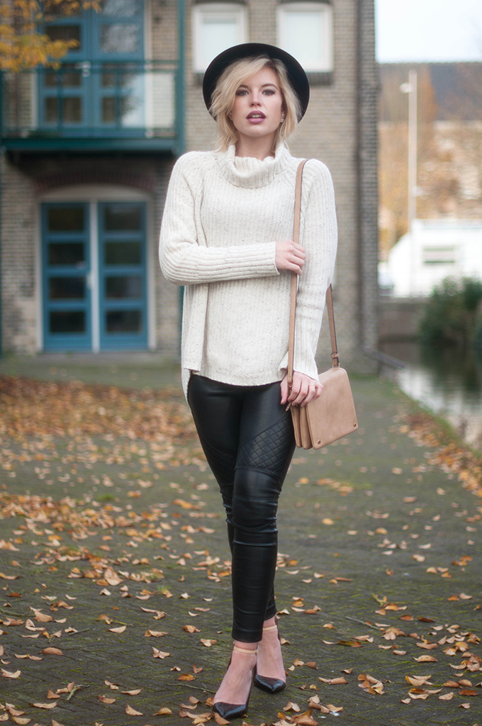 RED REIDING HOOD: Fashion blogger wearing faux leather biker pants street style fedora hat outfit turtleneck knitwear