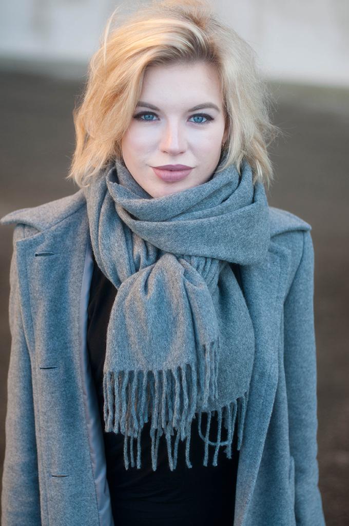 RED REIDING HOOD: Fashion blogger wearing acne studios canada wool scarf grey melange coat street style scandinavian look outfit details