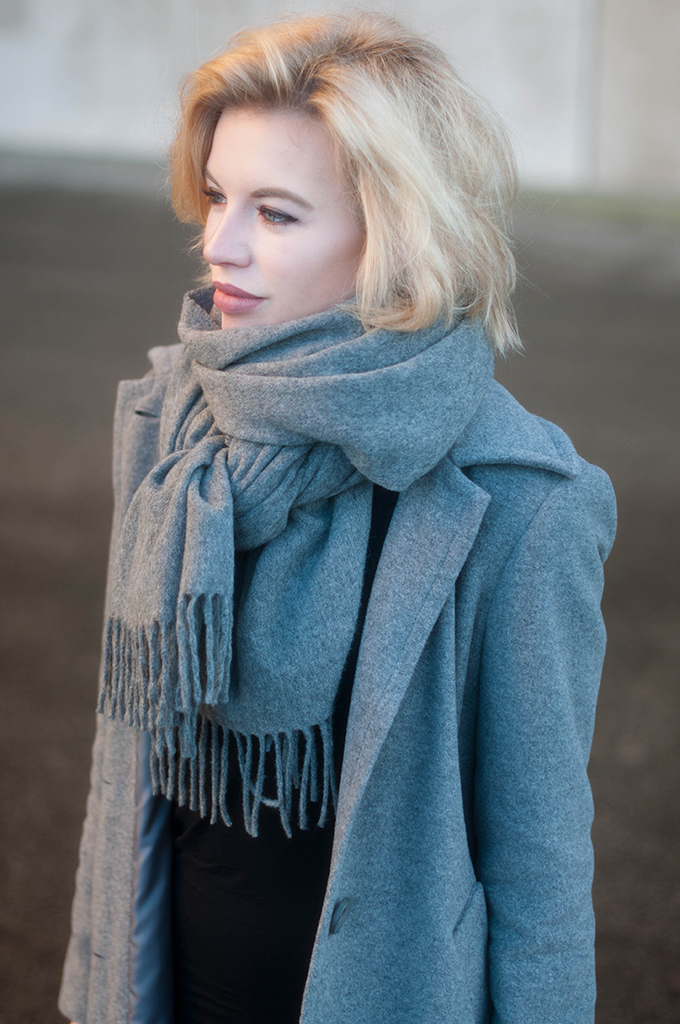 RED REIDING HOOD: Fashion blogger wearing Acne Studios canada wool scarf street style outfit details