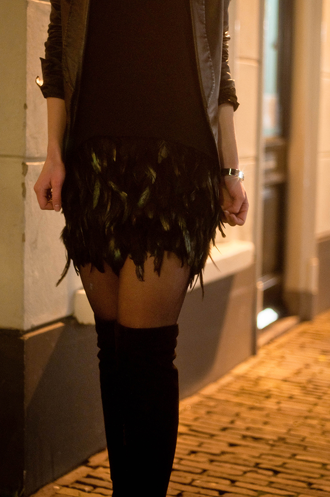 RED REIDING HOOD: Fashion blogger wearing feather skirt street style over the knee boots outfit details
