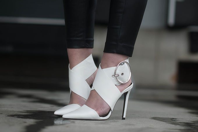 RED REIDING HOOD: Fashion blogger wearing Zara buckle sandals white pumps pointy shoes outfit details leather pants