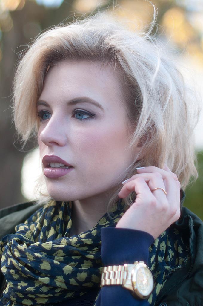 RED REIDING HOOD: Fashion blogger wearing leopard scarf michael kors watch short hair blonde messy hair