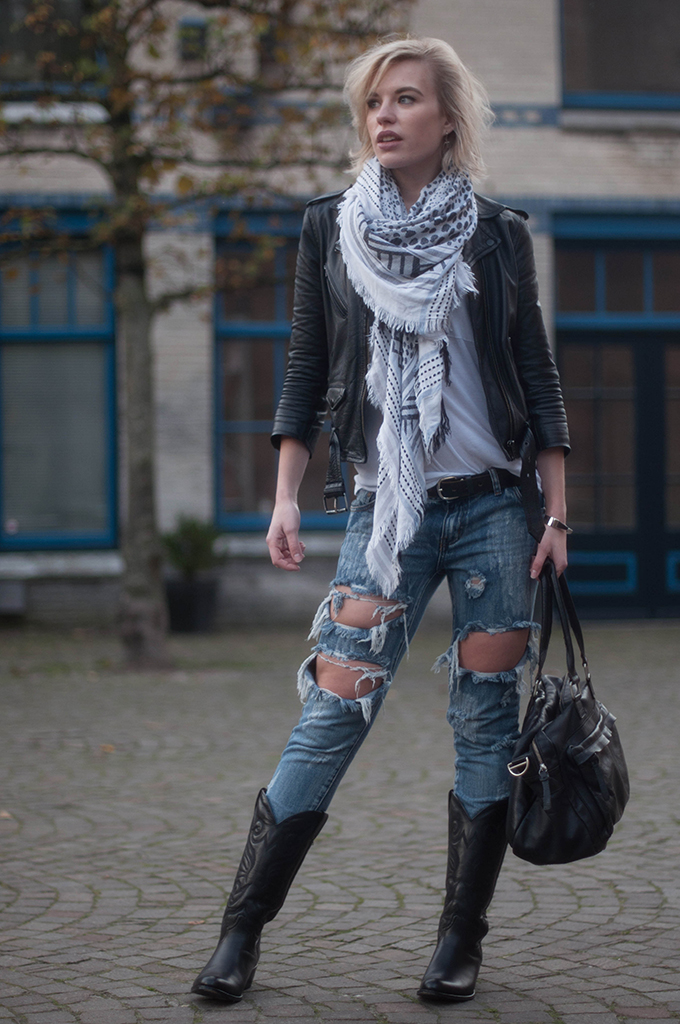 RED REIDING HOOD: Fashion blogger wearing One Teaspoon trashed freebird ripped jeans street style sendra cowboy boots leather MC jacket