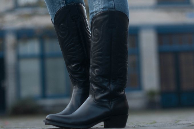 RED REIDING HOOD: Fashion blogger wearing Sendra cowboy western boots Omoda shoes outfit details
