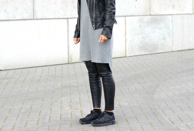 RED REIDING HOOD: Fashion blogger wearing nike air max black sneakers outfit