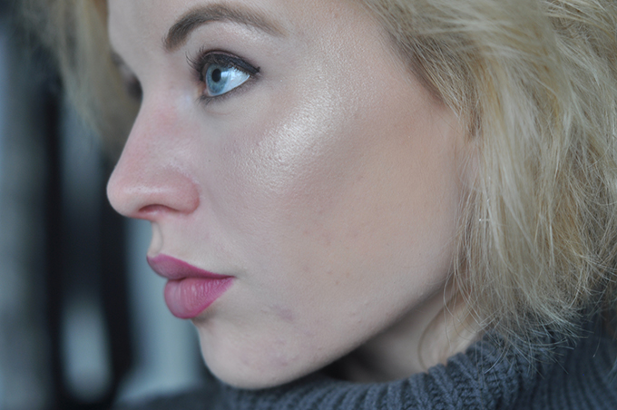 RED REIDING HOOD: Beauty blogger review the balm mary-lou manizer highlighter swatch on the face pigmentation