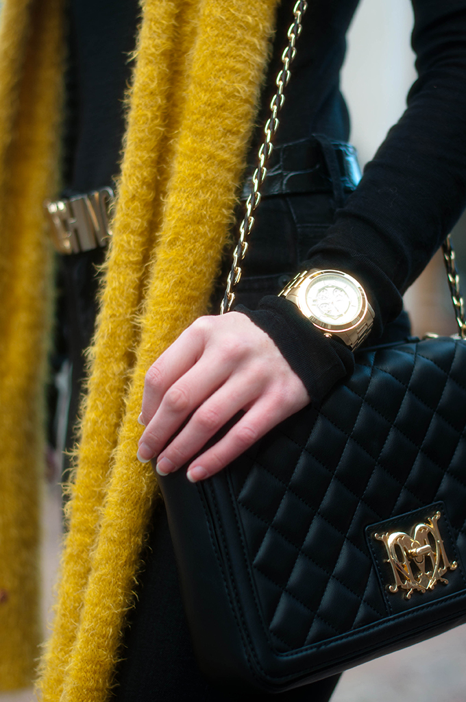 RED REIDING HOOD: Fashion blogger wearing moschino belt designer bag outfit michael kors watch gold black outfit details
