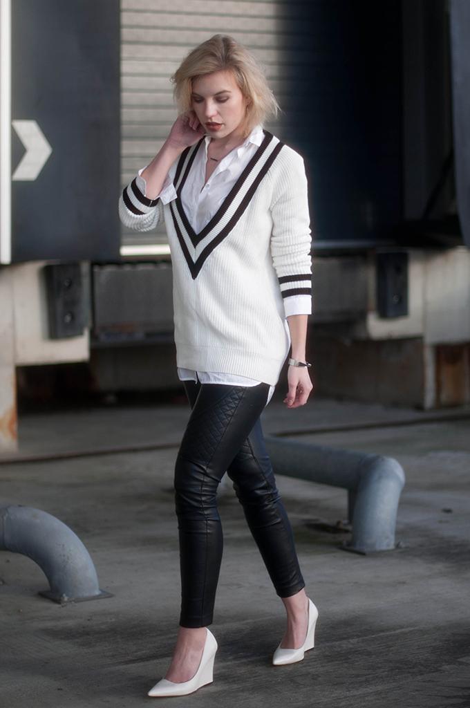 RED REIDING HOOD: Fashion blogger wearing deep v-neck sweater rag & bone talia jumper street style leather biker pants pointy wedge shoes
