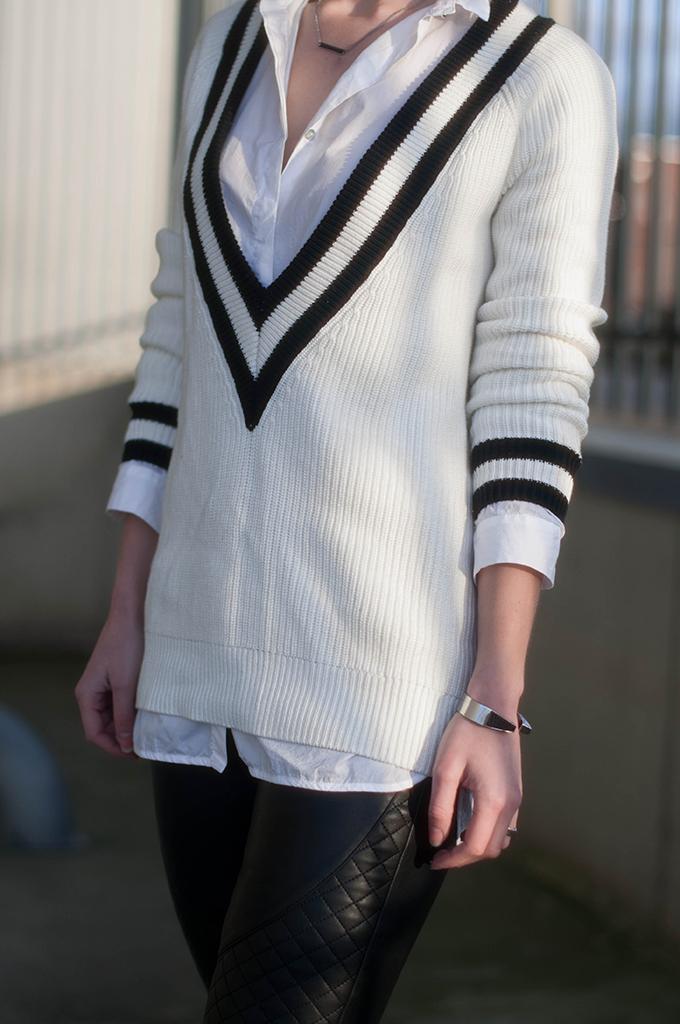 RED REIDING HOOD: Fashion blogger wearing ko rag & bone talia jumper deep v-neck cricket sweater outfit details oversized shirt