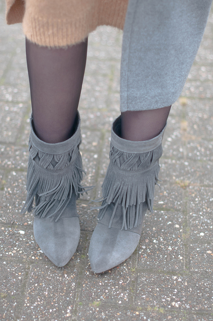 RED REIDING HOOD: Fashion blogger wearing grey fringe boots isabel marant outfit details