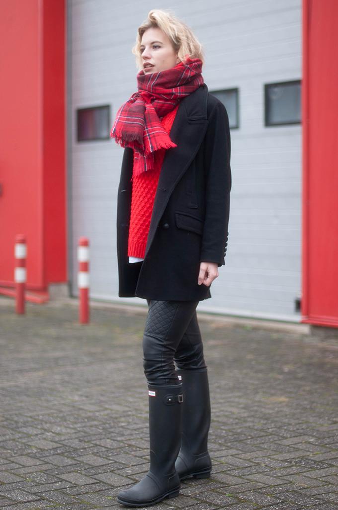 RED REIDING HOOD: Fashion blogger wearing H&M tartan plaid scarf H&M red jumper street style black leather biker pants hunter boots