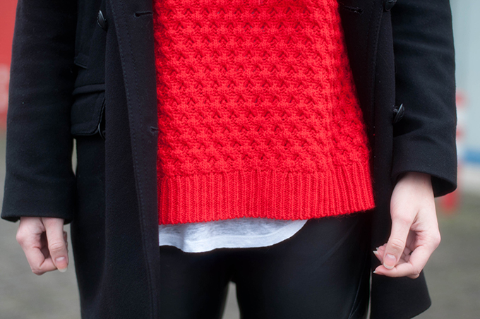 RED REIDING HOOD: Fashion blogger wearing heavy knit chunky knitted red jumper outfit details